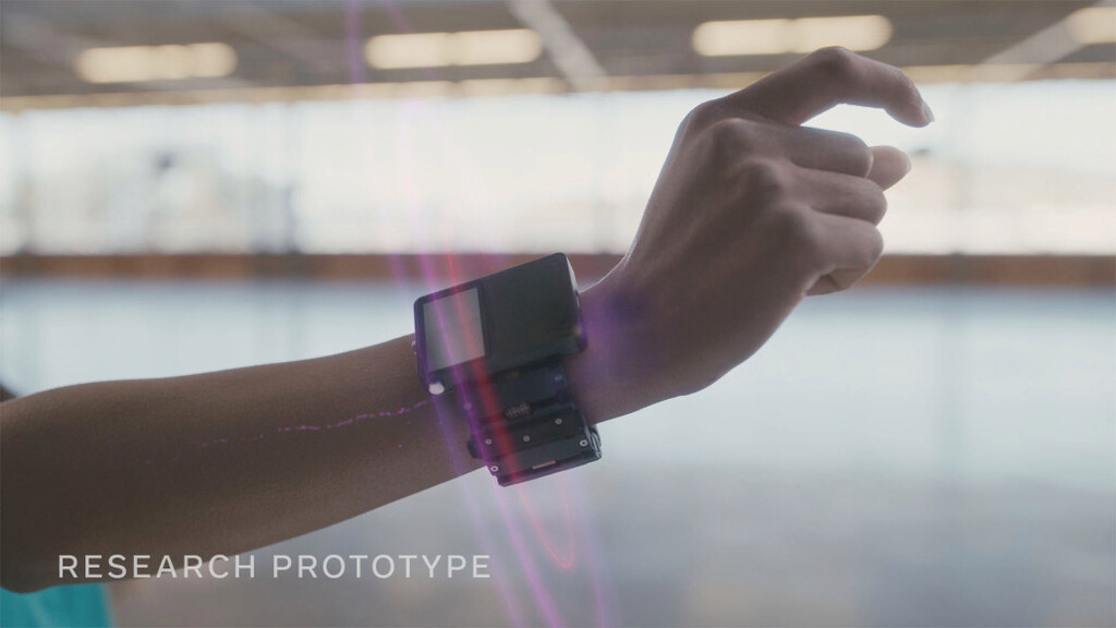 Facebook muestra un prototipo de brazalete que traduce las señales de nuestro cerebro y permitirá hacer clic con la mente