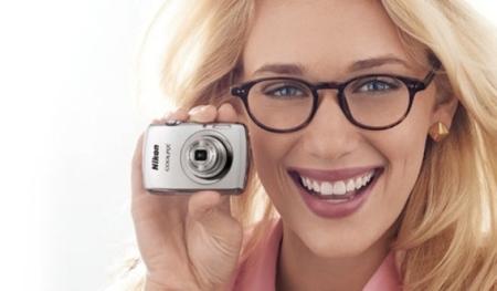 La Nikon Coolpix S01 es tan pequeña que la podrías perder