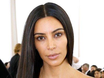 Algo está pasando: Kim Kardashian acude al desfile de Balenciaga ¡Sin maquillaje!