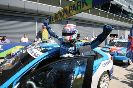 "Victorias de Andy Priaulx e Yvan Muller en Monza. SEAT ""pincha""."