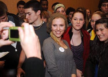Scarlett Johanson comprometida con... Obama