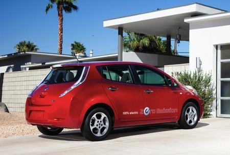 Nissan LEAF rojo metalizado 20