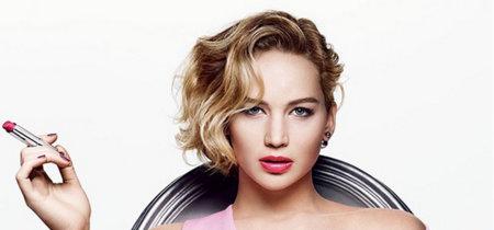 Jennifer Lawrence posa a lo Sharon Stone para promocionar los nuevos Dior Addict Lipstick