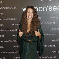 Ana Guerra es la nueva imagen de Women'secret y lo celebra con un look de noche en bata