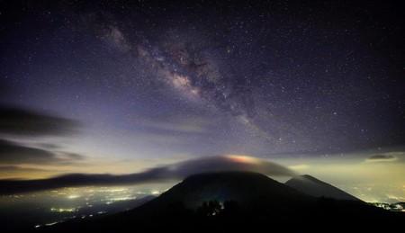 Vía Láctea sobre el Cerro Verde y el Volcán Izalco