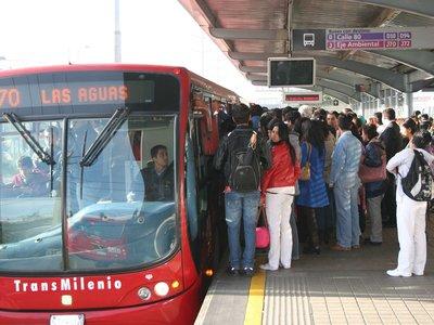 Todas las estaciones de Transmilenio tendrán WiFi, asegura el alcalde Peñalosa