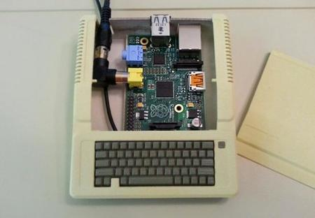 La Raspberry Pi en la caja hecha a medida para ella y salida de vídeo compuesto