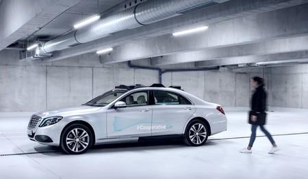 ¿No te fías de los coches autónomos? Mercedes-Benz ya trabaja en ponerle remedio con este Clase S 'cooperativo'
