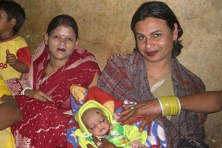 En India dan subvenciones a las parejas para que tengan menos hijos