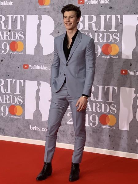 Shawn Mendes Lleva El Desenfado Del Jovial Traje A La Alfombra Roja De Los Brit Awards 2