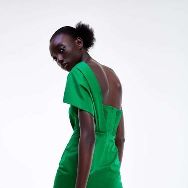 Rebajas en Zara: 13 vestidos y prendas chollo para comprar antes de que se agote tu talla