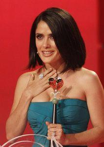 Salma Hayek se corta el pelo