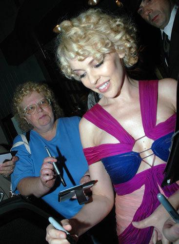 El nuevo look de Kylie Minogue