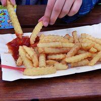 La disponibilidad de restaurantes de comida rápida entre las casas de los niños y sus colegios no afecta el peso de los niños