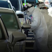 Las pruebas del coronavirus sin bajar del coche llegan a España: un hospital de Vigo trabaja contra reloj buscando positivos