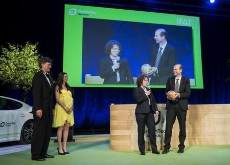 Los neumáticos fabricados a partir de flores de Continental premiados con el GreenTec Award 2014