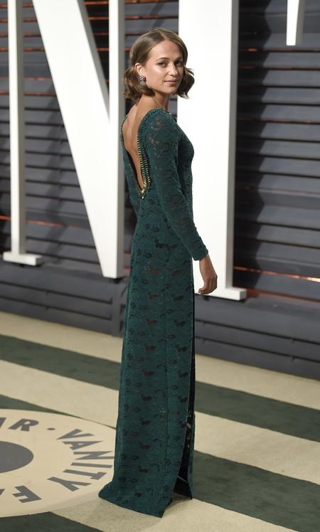 Alicia Vikander, una mujer de armas tomar en Lara Croft, es todo romanticismo en la alfombra roja