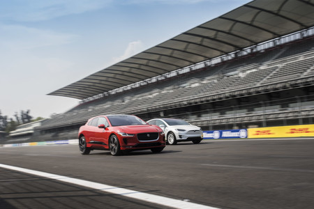 Jaguar I-PACE race Tesla Model X