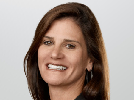 Katie Cotton, vicepresidenta de comunicaciones de Apple, se retira