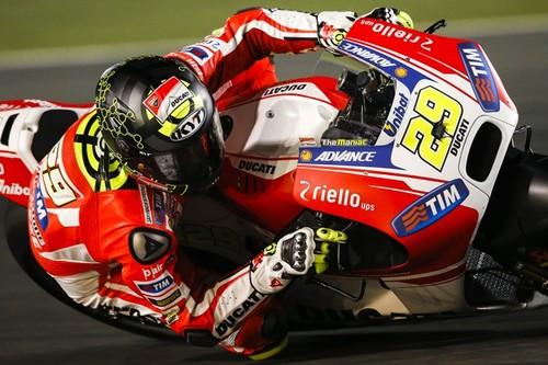 Andrea Iannone y Ducati al frente del primer día de test en Catar