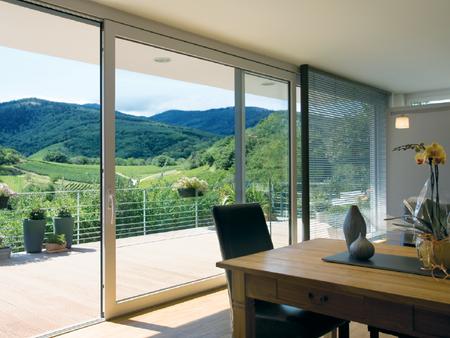 ¿Quieres hacer tu casa inteligente? Esta ventana lleva la domótica integrada y controla las funciones básicas del hogar