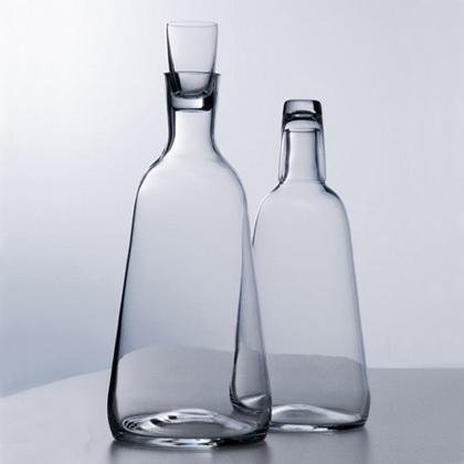 Hruska, botella con vaso incorporado
