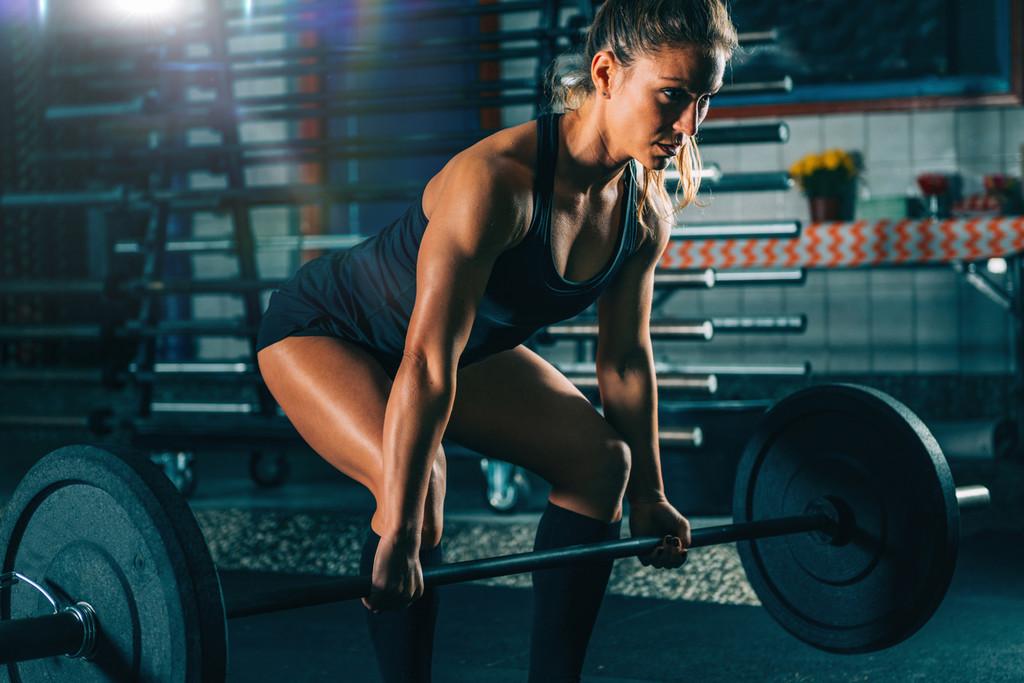 Glúteos fuertes y potentes: cómo entrenarlos de forma completa en el gimnasio