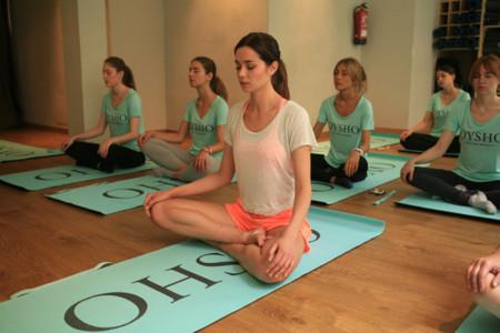 Oysho se relaja con el yoga