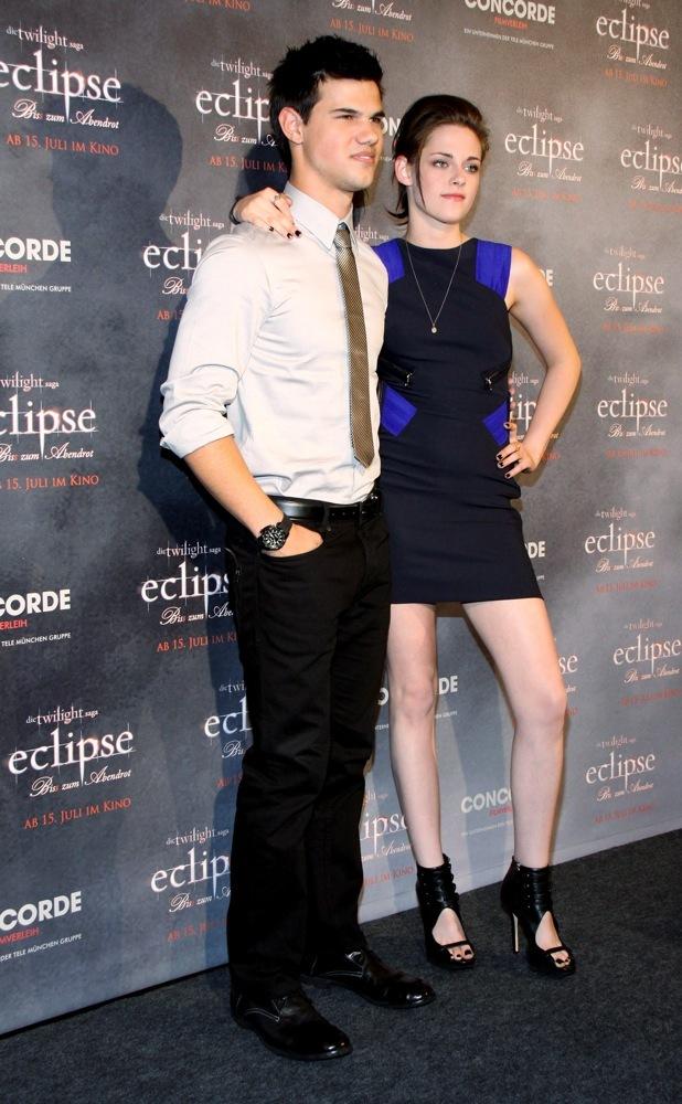 Más looks de Kristen Stewart presentando lo nuevo de 'Crepúsculo', 'Eclipse': en busca del estilo