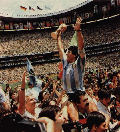 Maradona en busca y captura por la justicia argentina