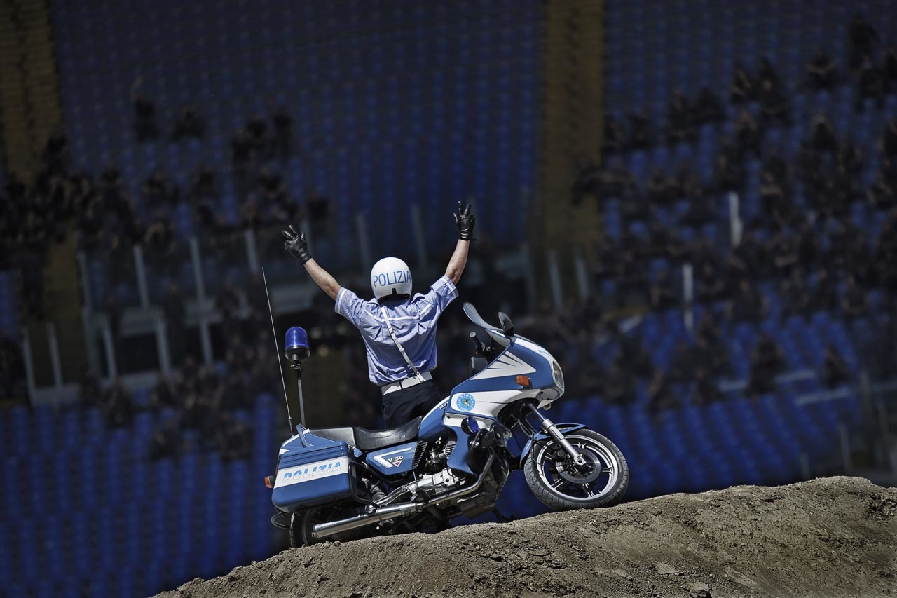 Foto de Red Bull X-Fighters de Roma, saltamos con una Moto Guzzi de la policía italiana (1/10)