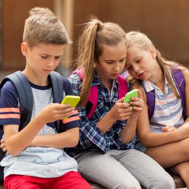 Los adolescentes españoles pasan más horas al año conectados a internet que en clase