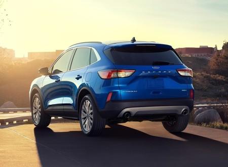 El Ford Escape con tres filas de asientos viene en camino, y tiene al VW Tiguan en la mira