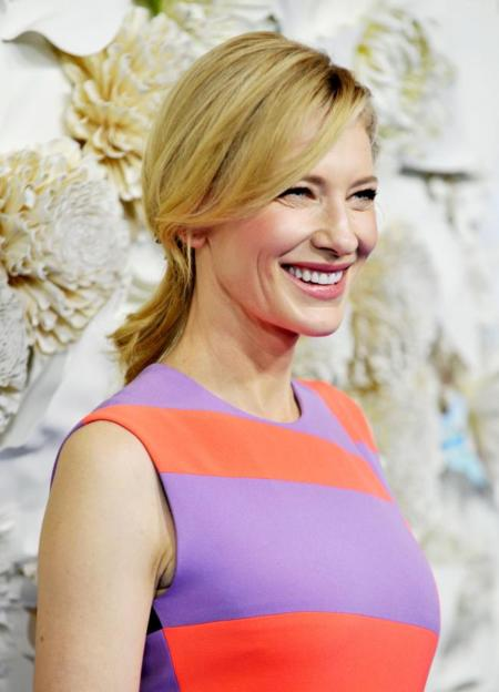 Colorida como nunca, Cate Blanchett se adelanta a la primavera en el estreno de Cenicienta en Australia