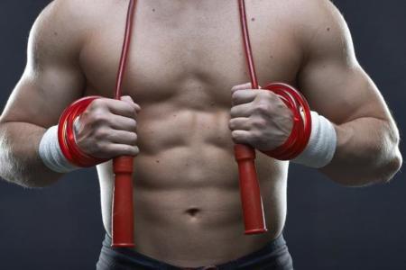 50 ejercicios que puedes realizar saltando a la comba