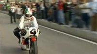 Giacomo Agostini y Kenny Roberts juntos en la pista