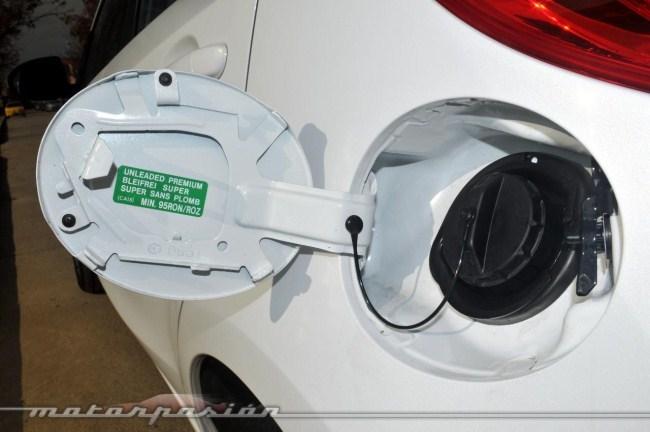 Tapa depósito Mazda2