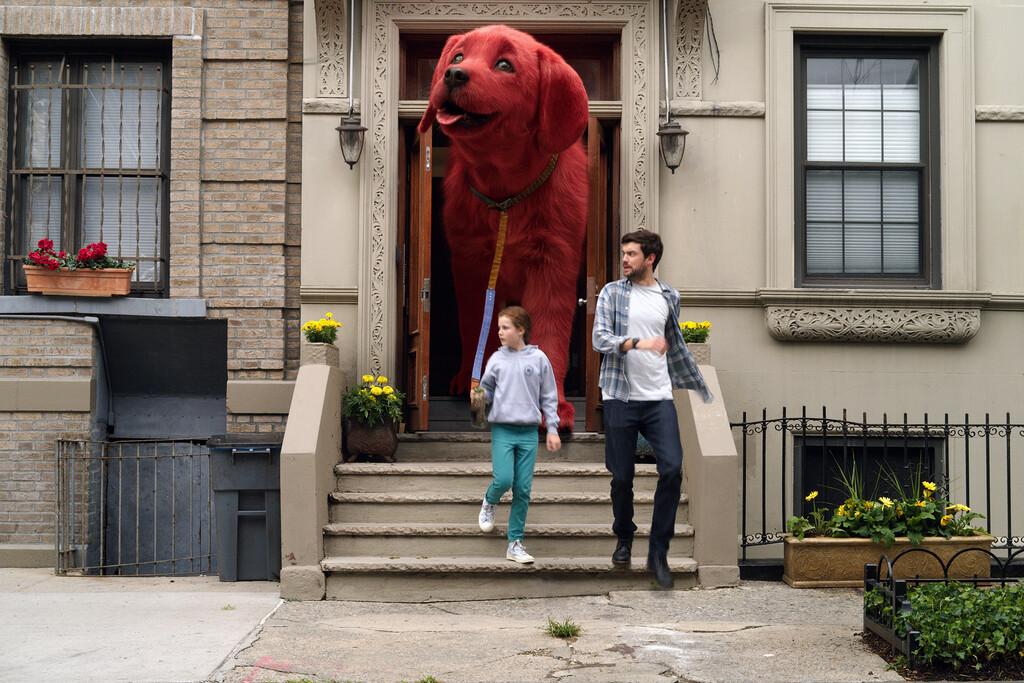 La variante Delta amenaza a la industria: Paramount retrasa indefinidamente el estreno de 'Clifford, el gran perro rojo' en EE.UU.