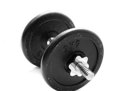 Levantar pesas también nos ayuda a reducir los niveles de colesterol