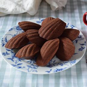 Receta de madeleines de chocolate y café, la versión chocolatera de las magdalenas a la francesa