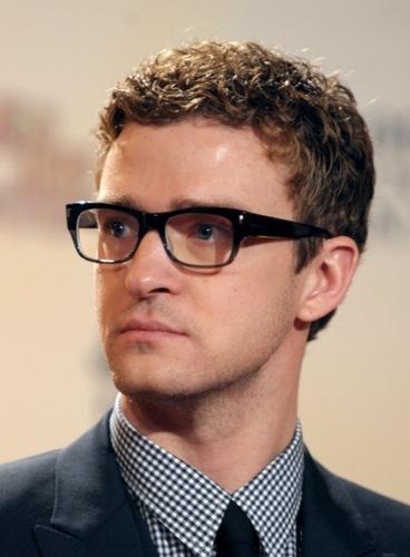 Copia el estilo trendy de Justin Timberlake para esta Navidad, camisa