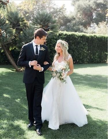 Ashley Tisdale sorprende con su vestido de novia (había pocas esperanzas)