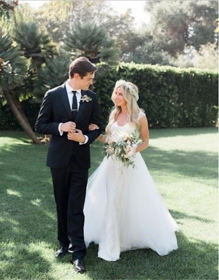 ashley tisdale sorprende con su vestido de novia (había pocas