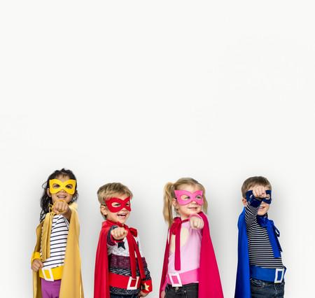 Los niños que se disfrazan de superhéroes mientras realizan una tarea, se concentran más y trabajan mejor, según un estudio