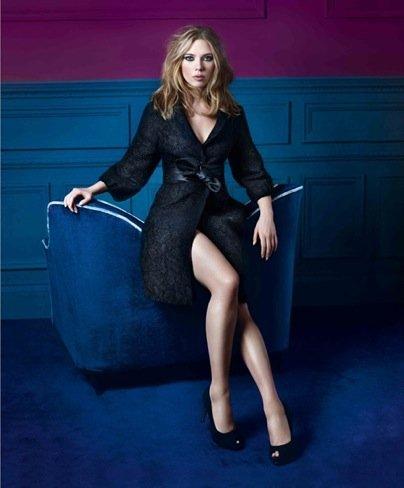 Scarlett Johansson abrigo Mango