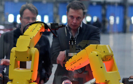 Elon Musk en la fábrica de Tesla Motors