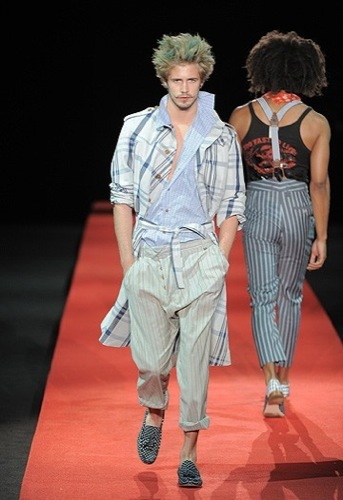 Foto de Vivienne Westwood, Primavera-Verano 2010 en la Semana de la Moda de Milán (3/13)