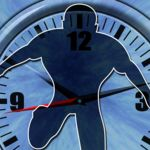 ¿El tiempo es como una estructura cristalina que consiste en segmentos discretos que se repiten?