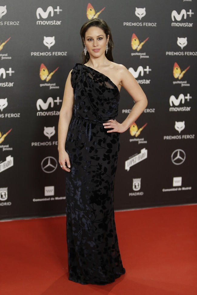 premios feroz alfombra roja look estilismo outfit Aida Folch