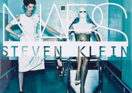 NARS va más allá en el tema de colaboraciones y contrata al fotógrafo Steven Klein